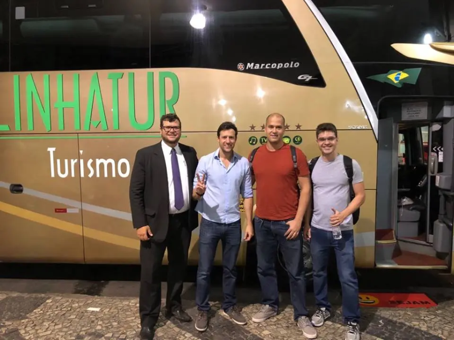 Foto da primeira viagem da Buser fazendo intermediação de transporte executivo de ônibus.