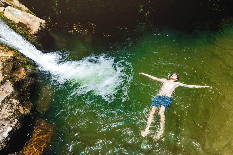 Itajubá é uma das cidades do interior de Minas Gerais com uma natureza preservada, com muitas cachoeiras, como a da foto