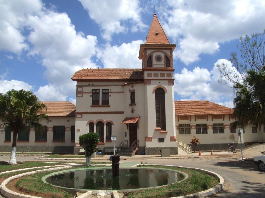 Barbacena é um destino conhecido do interior de Minas Gerais por seu clima ameno. Na foto, o Museu da Loucura