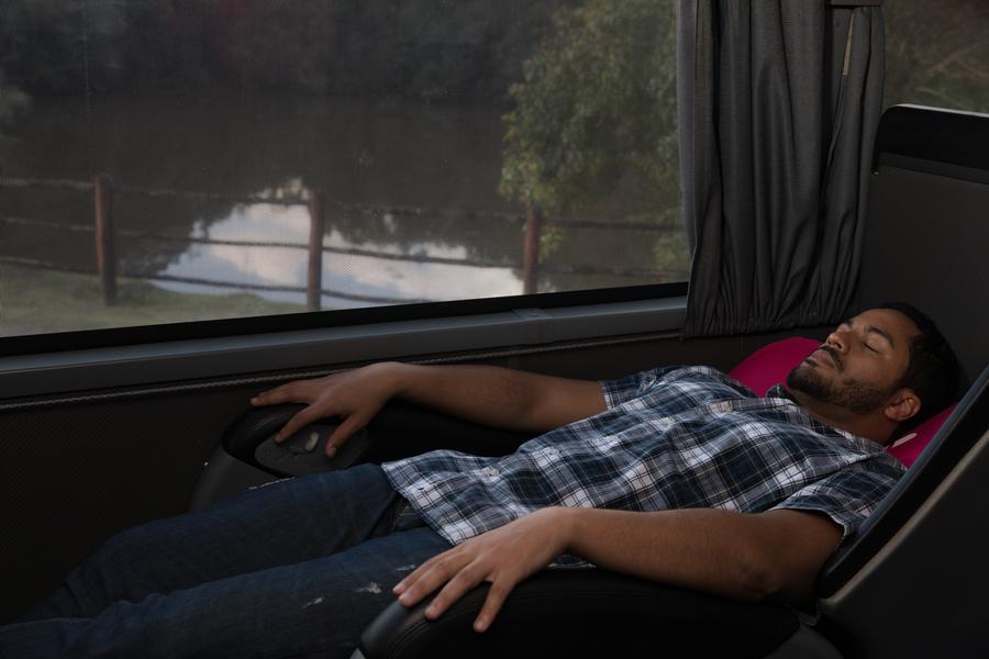 poltronas cama e leito são as ideais para dormir confortavelmente em uma viagem de ônibus