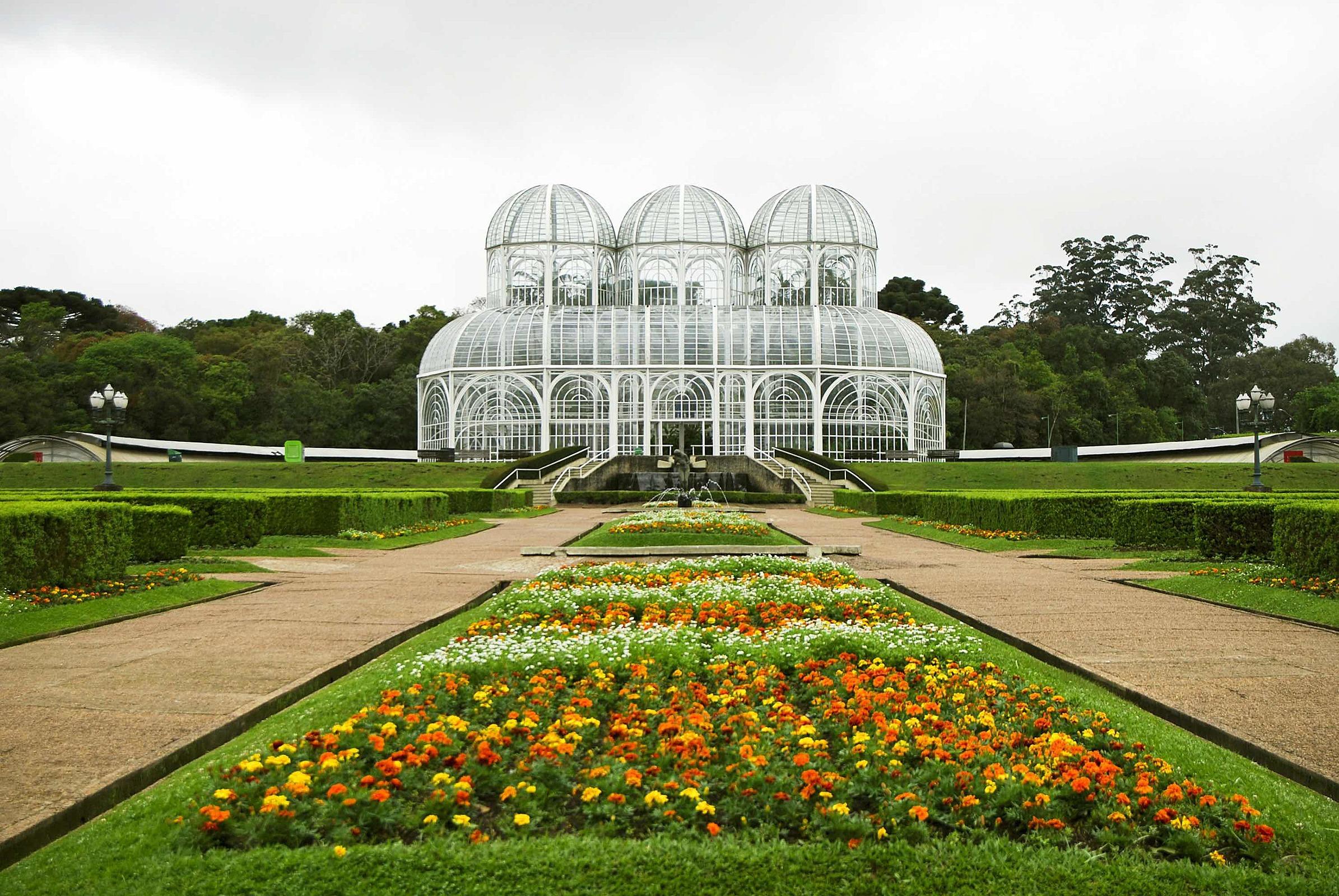 viagem de ônibus de São Paulo para Curitiba. Conheça tudo sobre a viagem. Na foto, jardim Botânico de Curitiba
