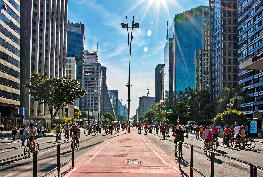 Paulista e região é considerada um dos bairros mais famosos de SP. Na foto, avenida paulista aos domingos