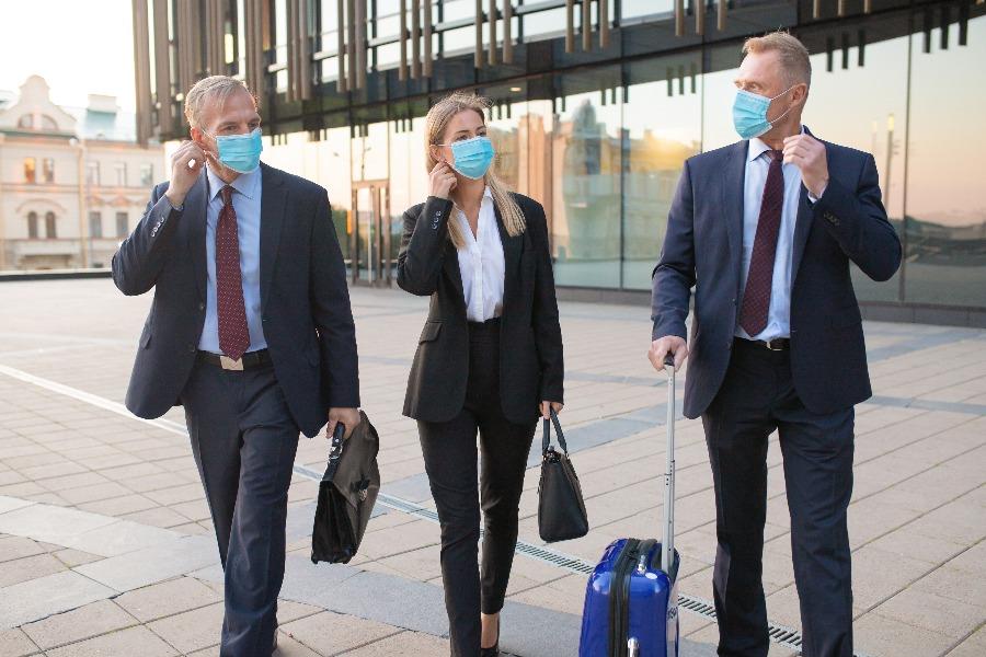 pessoas viajando a trabalho