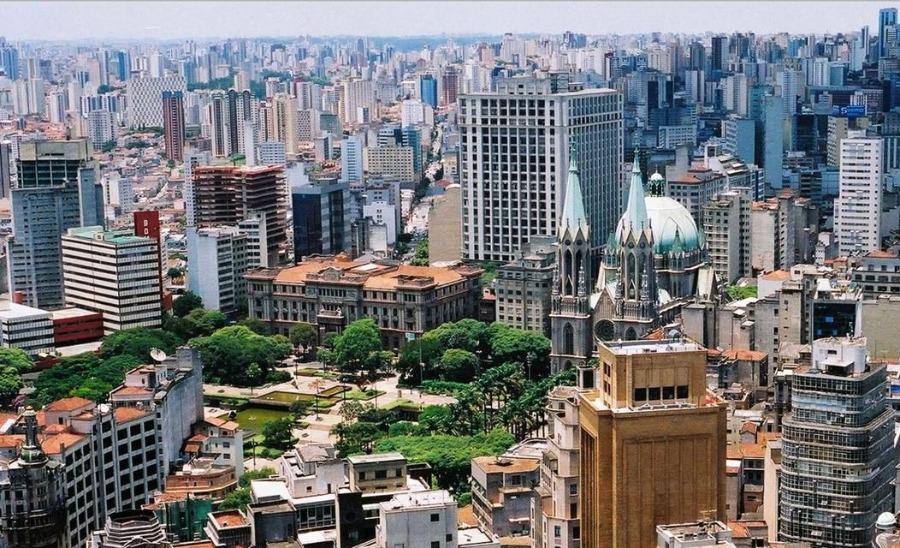 Pinheiros é certamente um dos bairros mais famosos de SP. Na foto, vista aérea do bairro